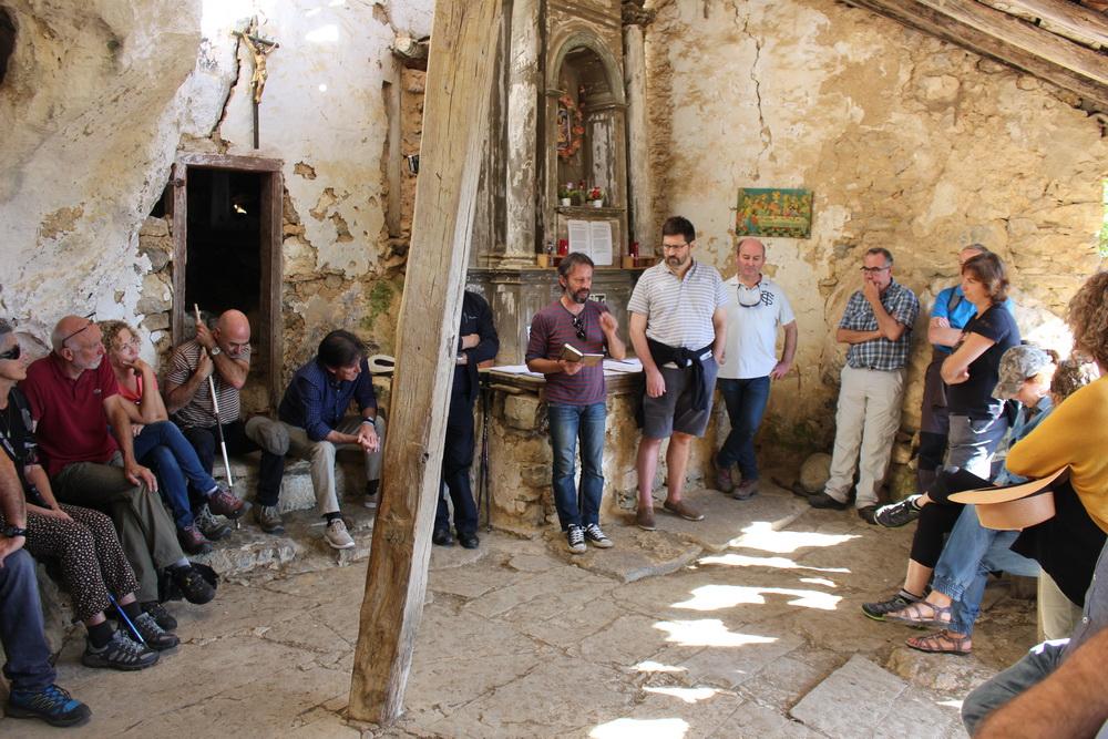 fotografía correspondiente al titular: Jornada de puertas abiertas en la campaña de investigación del Bien de Interés Cultural de la ermita de San Juan de Socueva (Arredondo, Cantabria)